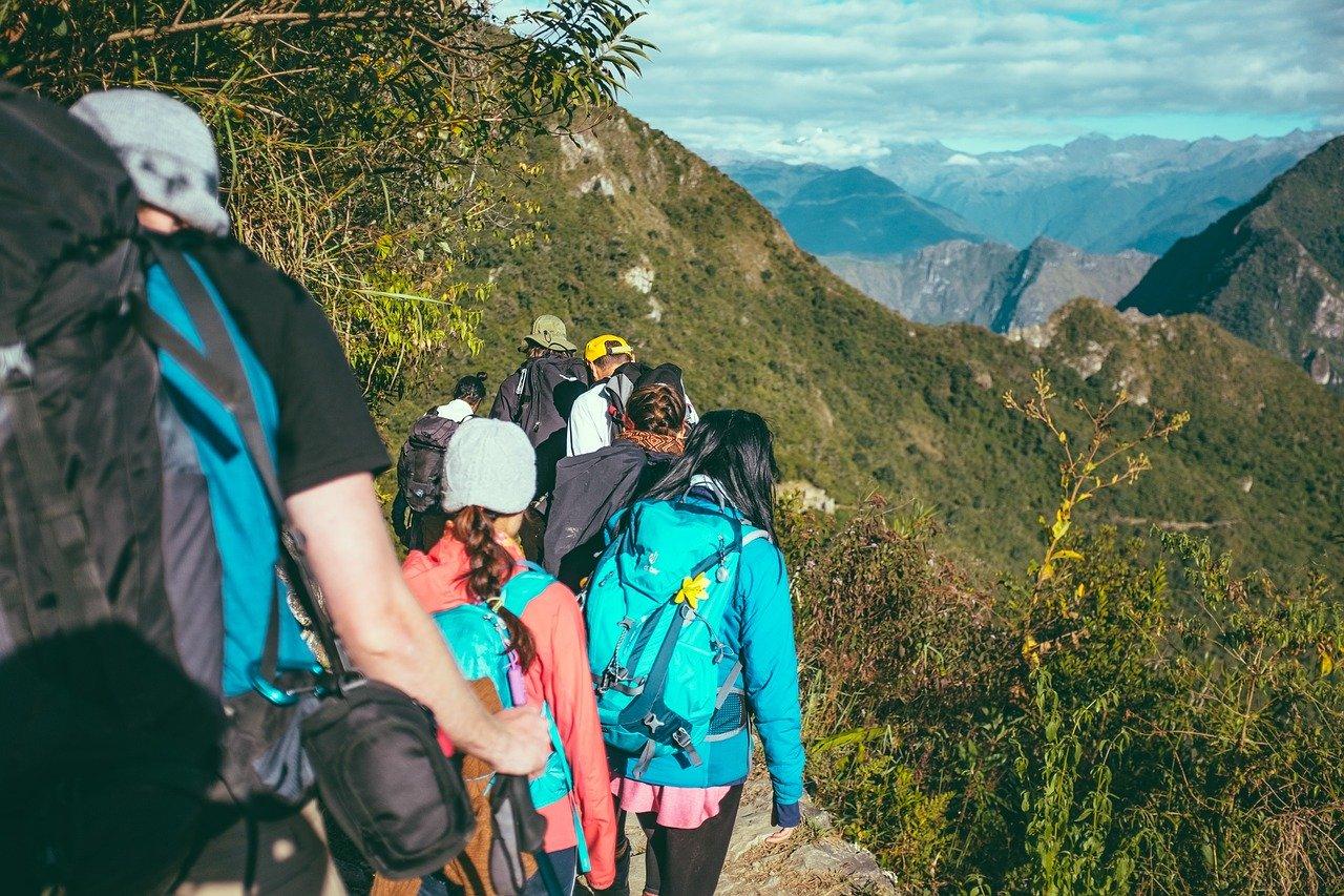 Une trousse de secours pour randonnée n'est pas la même seul ou en groupe