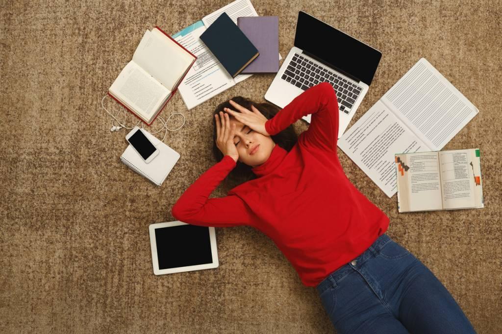 Femme accablée de stress