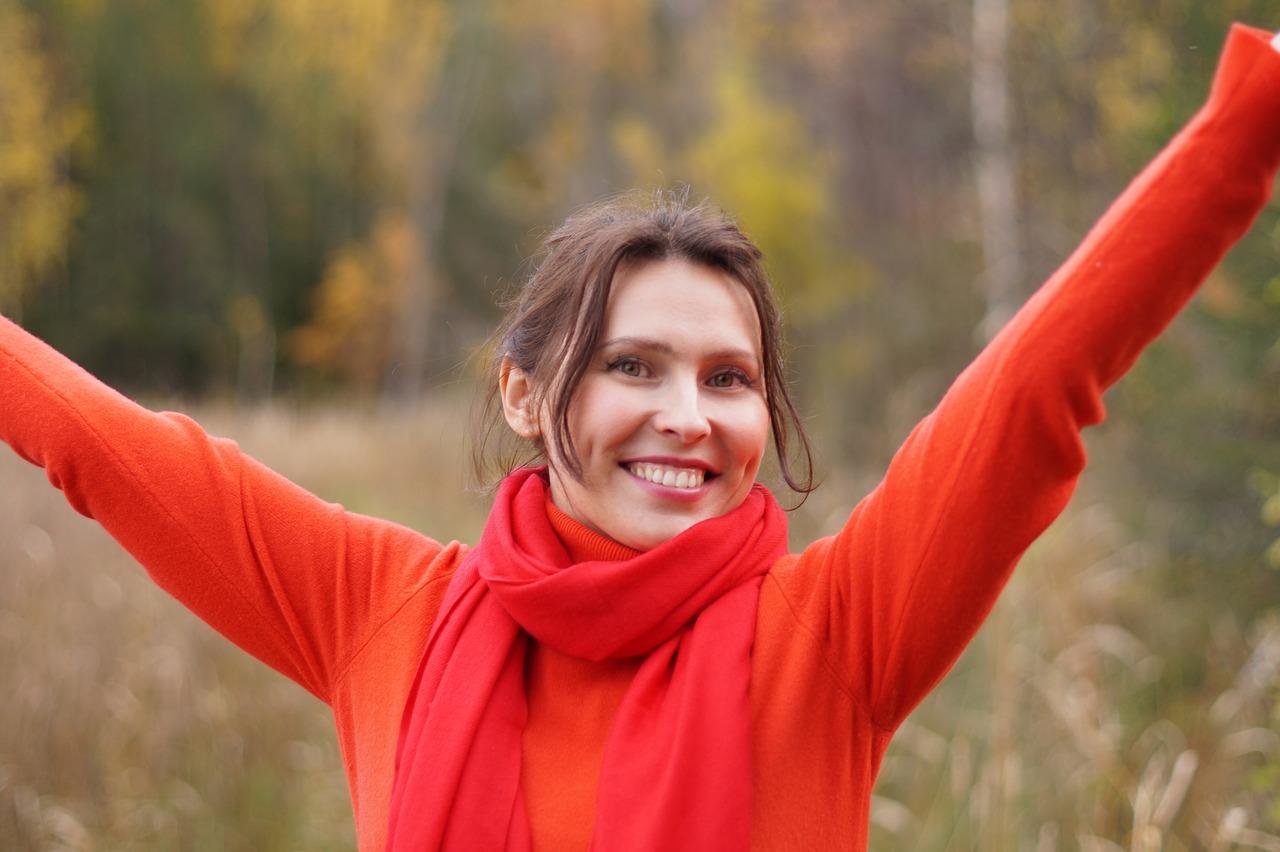 Femme ayant pratiqué l'orthodontie adulte