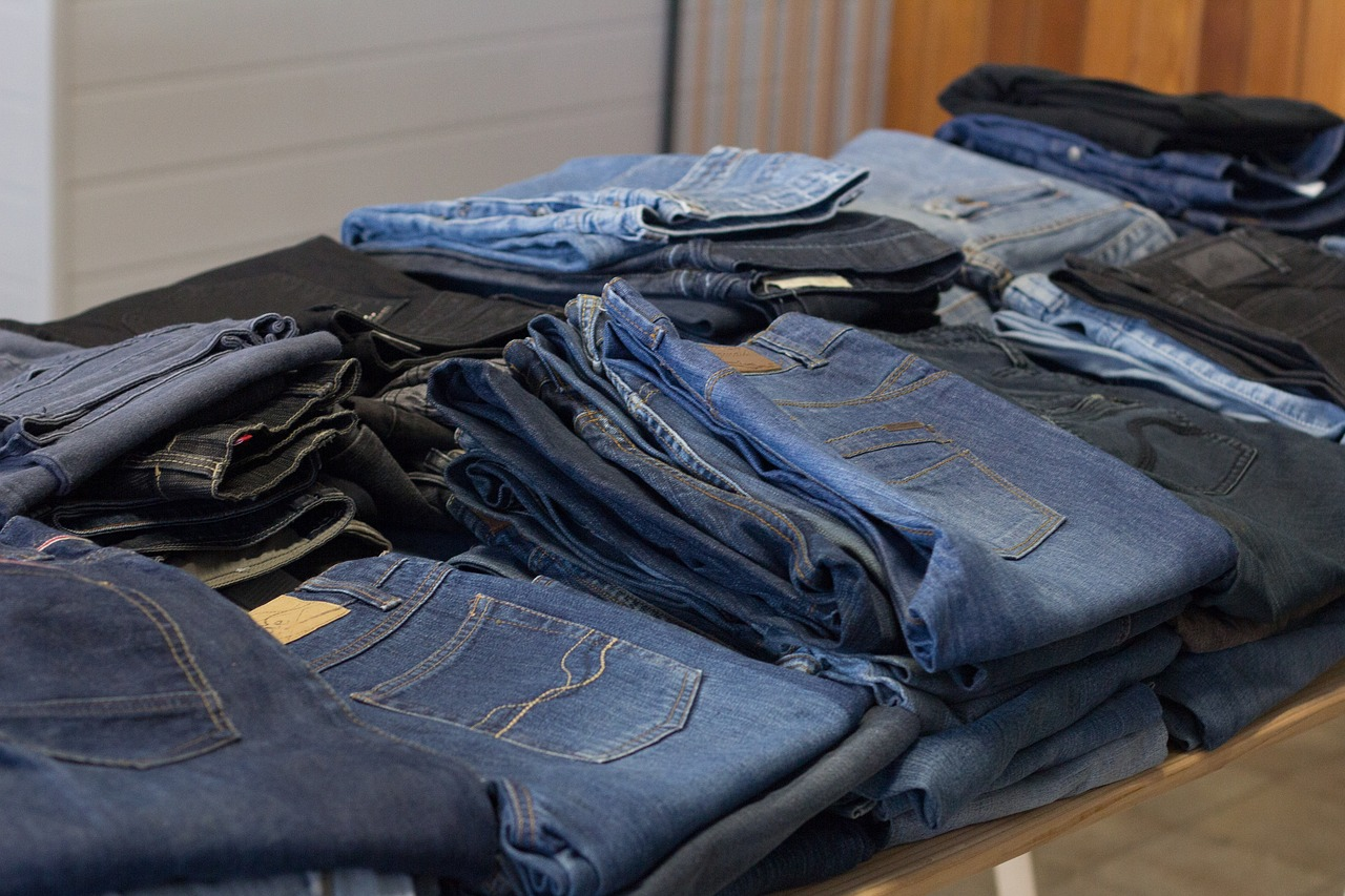 Acheter des vêtements d'occasion : une forme de recyclage