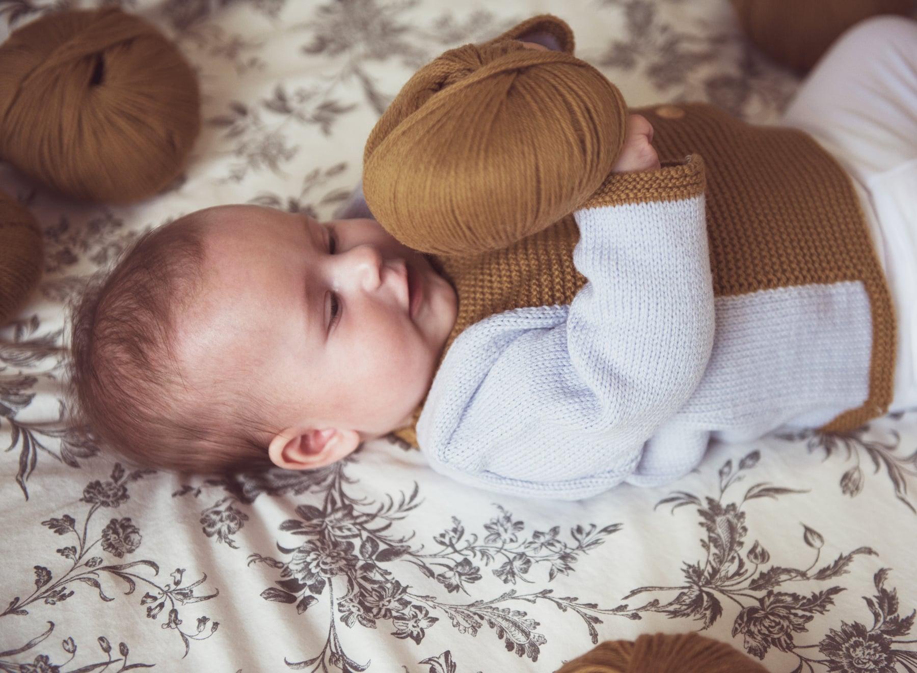 Bébé habillé par Mistricotine sur Prends en Soin