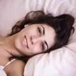 Femme dans un lit