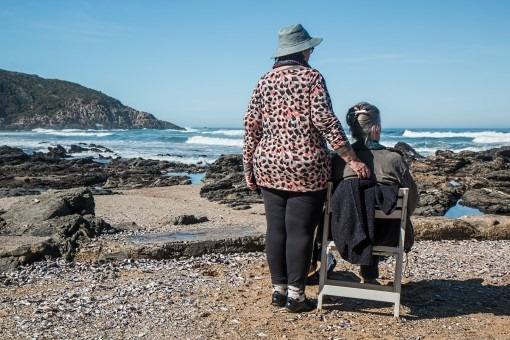 Prendre soin de nos aînés en leur laissant le maximum d'autonomie