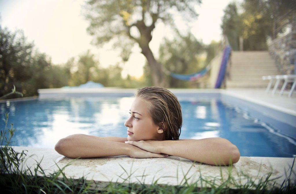 Profiter de sa piscine presque toute l'année est possible grâce au chauffage solaire