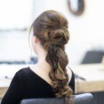 Comment choisir son lisseur quand les cheveux rebiquent ? sur Prends en soin
