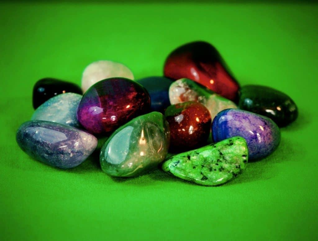 Les pierres semi-précieuses sont la base de la lithothérapie