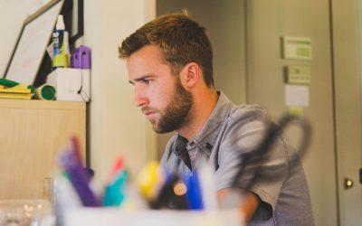 3 conseils de professionnels pour vous aider à accélérer votre recherche d'emploi lorsque vous vous sentez débordé