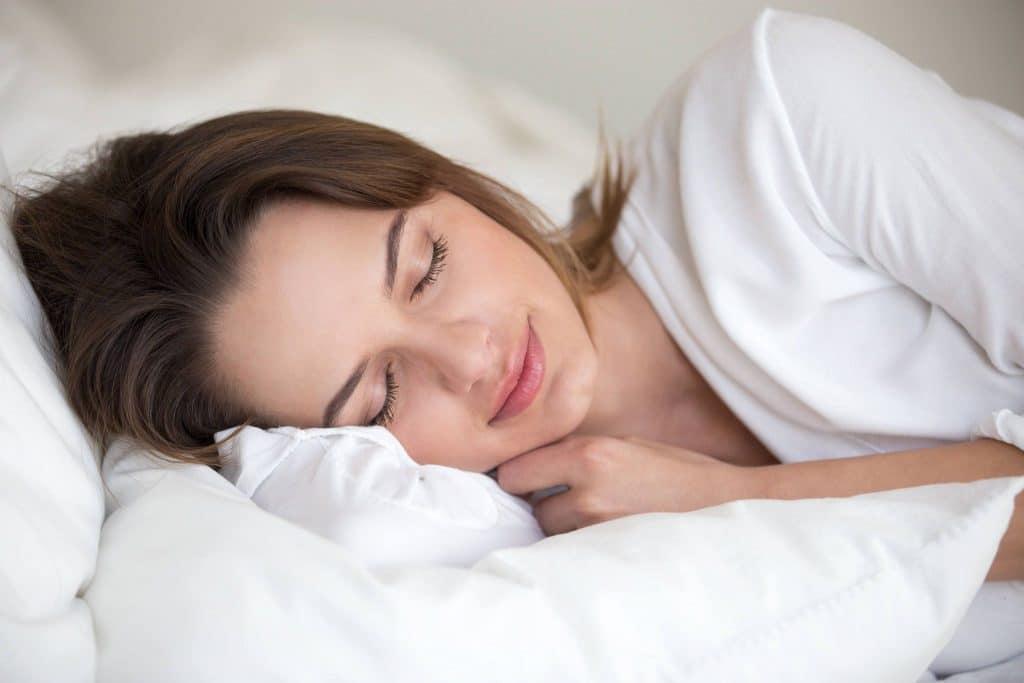 La literie regroupe l'ensemble des éléments du couchage, y compris le matelas. Une bonne literie est bénéfique sur la santé du dormeur.
