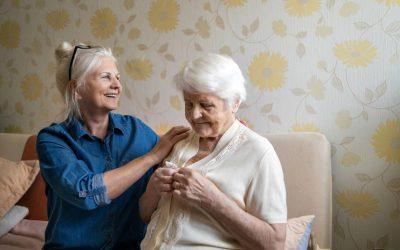 Senior malentendant ou malvoyant : les solutions d'aménagement