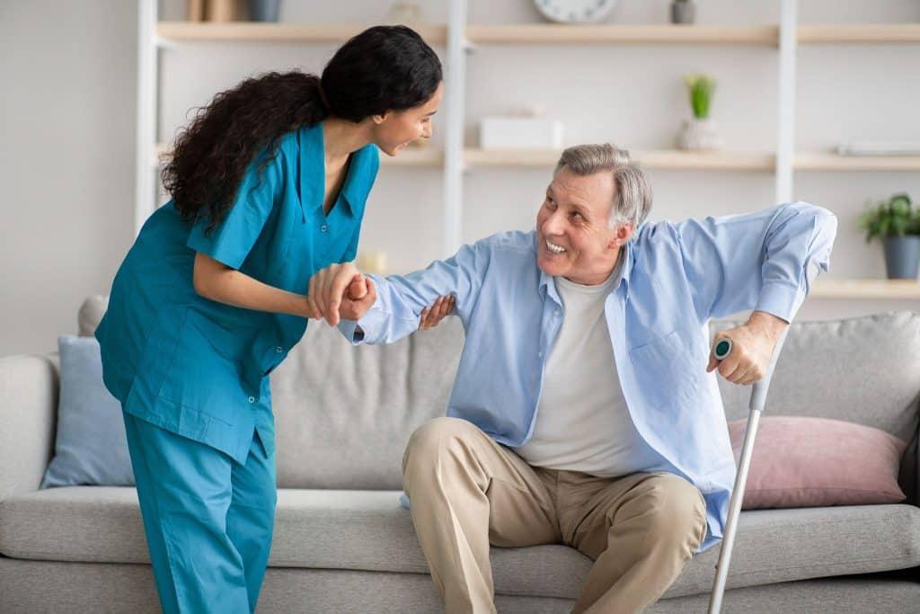 L'incapacité à réaliser seul les gestes essentiels de la vie vous obligent à trouver une aide à domicile ? Découvrez les conditions et démarches permettant de bénéficier d'une telle aide.